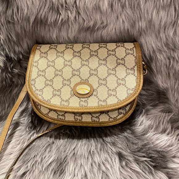 Gucci Sling Bag!